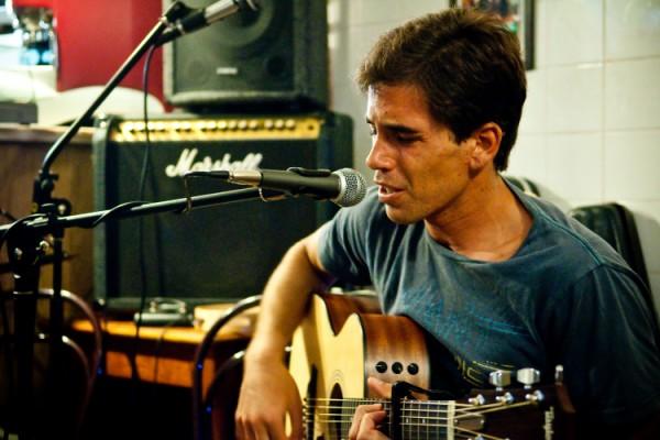 Francisco Fonseca trouxe canções folk da sua autoria à Taberna Lebre. - ph. Mauro Mota