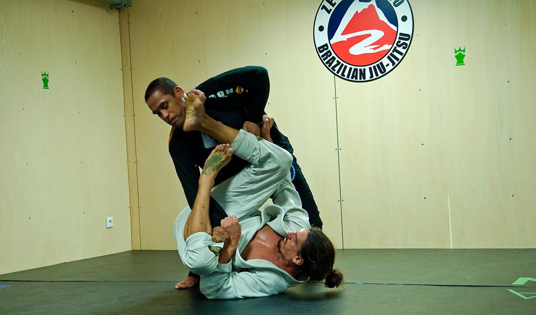 Jiu-jitsu é um jogo de estratégia física que não é tão violento quanto aparenta. - ph. Mauro Mota