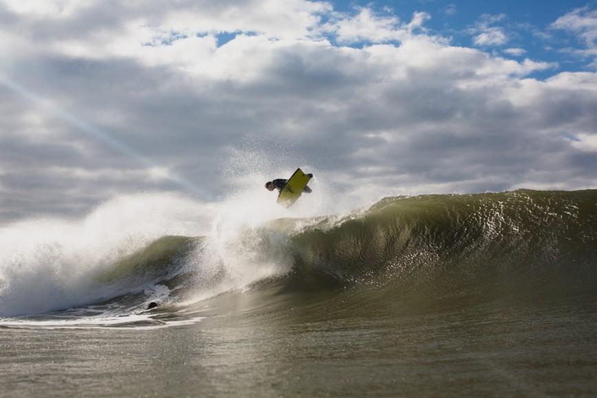 Jared Houston a aproveitar as boas ondas de Crazy Left. - ph. Luke Shadbolt