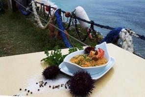 Ouriços-do-mar à mesa na Ericeira