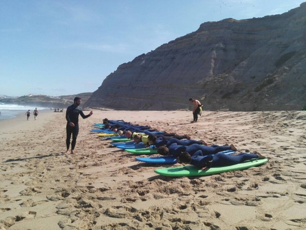 Antes de entrar na água é preciso aprender a remar na areia.