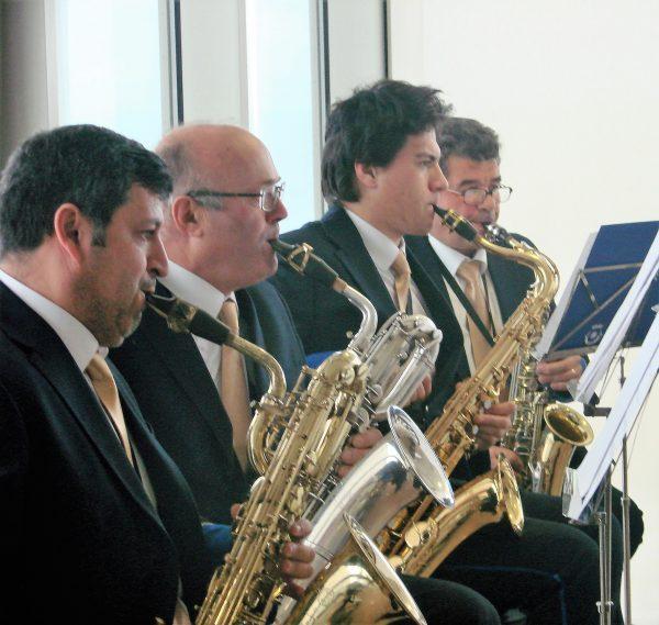 Com o mar ao fundo, a assinatura do protocolo foi antecedida pela actuação da Filarmónica da Ericeira.