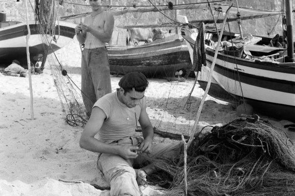 Fishing in Portugal 1950 - ph: Biblioteca de Arte Fundação Calouste Gulbenkian