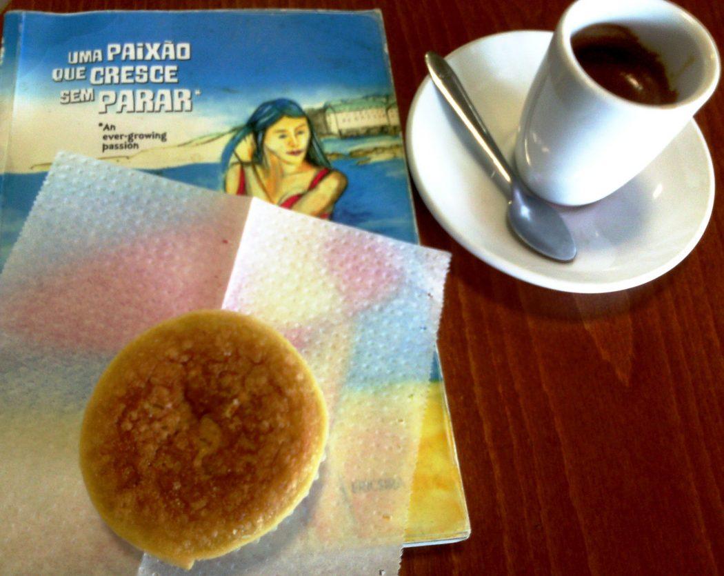 No café Salvador, a leveza impera a simpatia acompanha. Uma simpatia que é profissionalismo, que alimenta também e não é pouco, a alma de uma pessoa.
