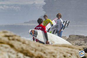 Jovens surfistas do ESC brilham em Pedra Branca