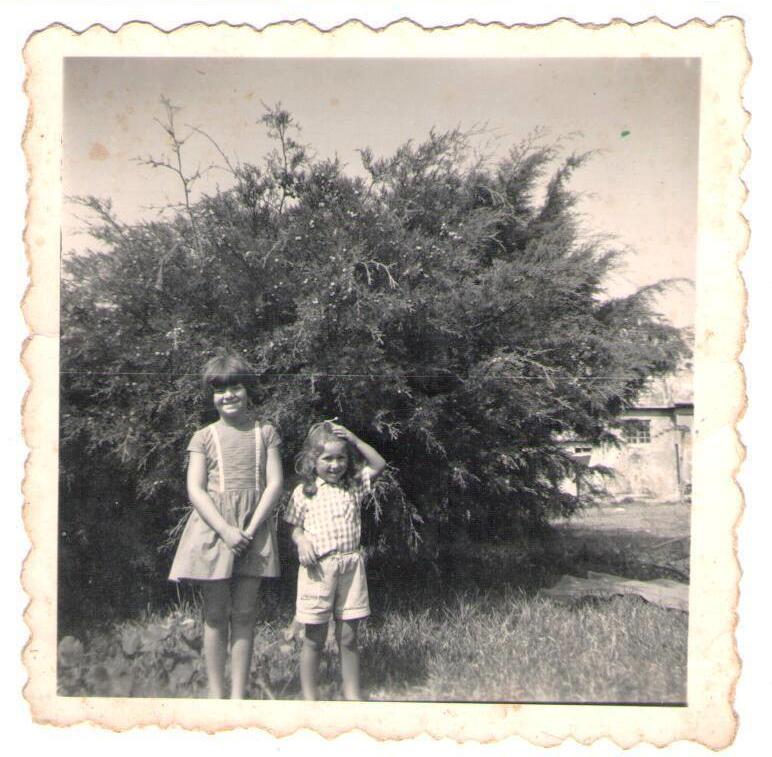 Teresa, a irmã mais velha, e Ana Soares na quinta. «Para mim, ali tudo era mágico.»
