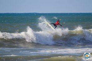Sidney Guimarães estreia-se nas ondas da Ericeira com uma vitória
