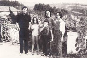 «A memória mais antiga é de dançar o 'twist' [com Paula Rego] no terraço na Ericeira»