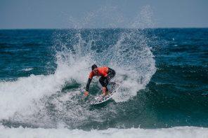 Tomás Fernandes mantém liderança da Liga Meo Surf no Algarve