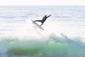 Os melhores surfistas mundiais poderão voar até à Ericeira