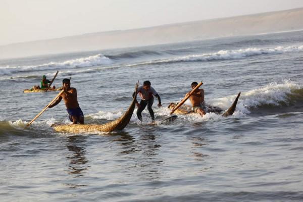 """""""Caballitos de Totora"""" em Huanchanco, Perú. - ph. Ambiental Turismo"""