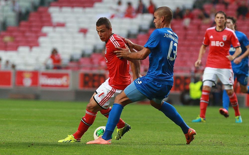 O central não deu um palmo de terreno a Lima. - ph. Isabel Cutileiro/SL.Benfica