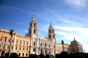 Two Fronts of the Altar from the National Palace of Mafra are being restored