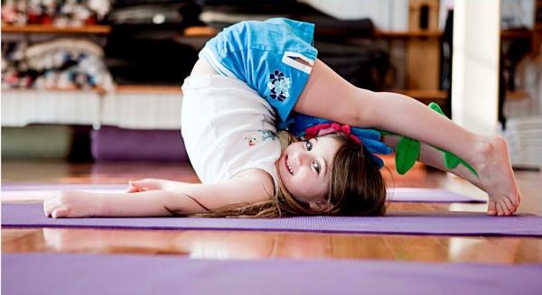 Aula de yoga para pais e filhos. - ph. DR