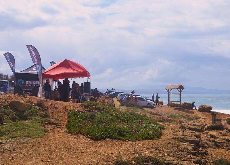 A estrutura na praia da EMPA. - ph. AZUL